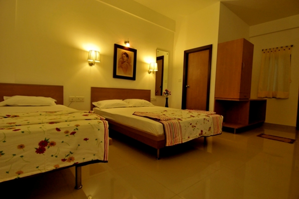 http://hotelsurbhi.com/wp-content/uploads/2015/11/Ac-Deluxe-Double-2.jpg