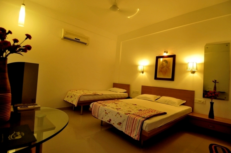 http://hotelsurbhi.com/wp-content/uploads/2015/11/Ac-Deluxe-Double-Room.jpg