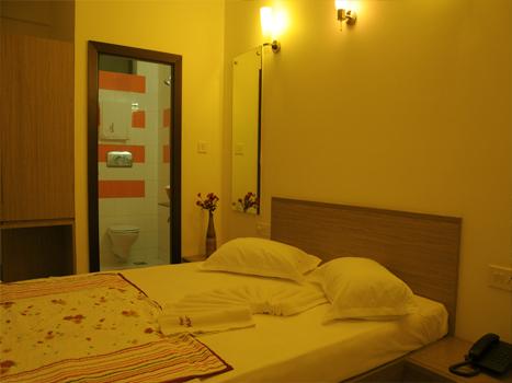 http://hotelsurbhi.com/wp-content/uploads/2015/11/bed2.jpg
